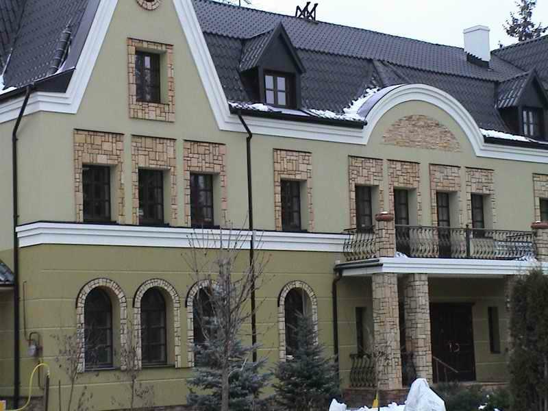 утепление фасада коттеджа русты декор камень