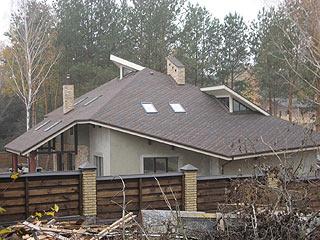крыша из битумной черепици монтаж