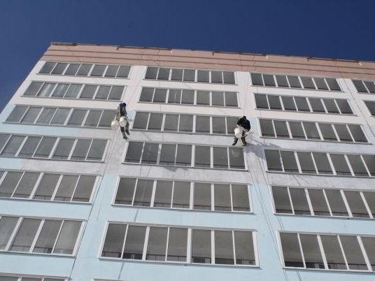 покраска фасада альпинисты