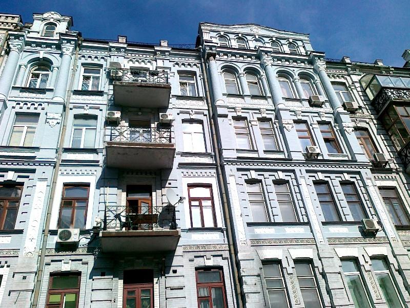 частичный ремонт фасада многоэтажного дома