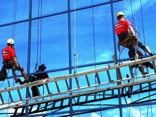 мойка стеклянных фасадов альпинисты