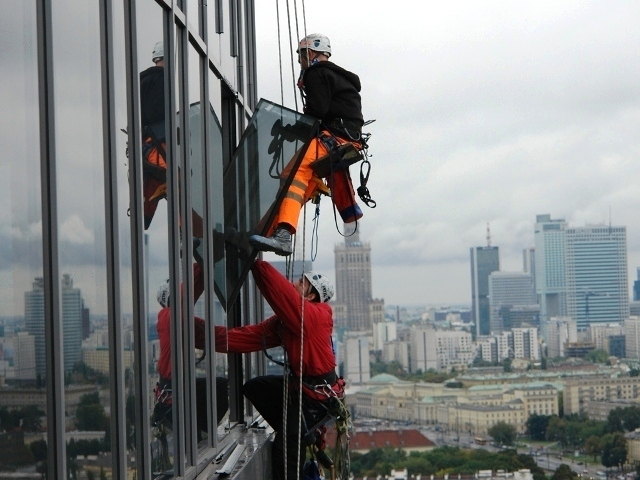 услуги альпинистов остекление фасадов
